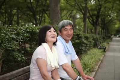 笑顔の中年夫婦1[1].jpg