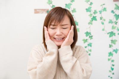 顎関節症女性.jpg