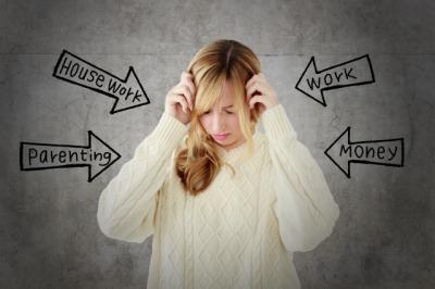 ストレスを受ける女性画像.jpg