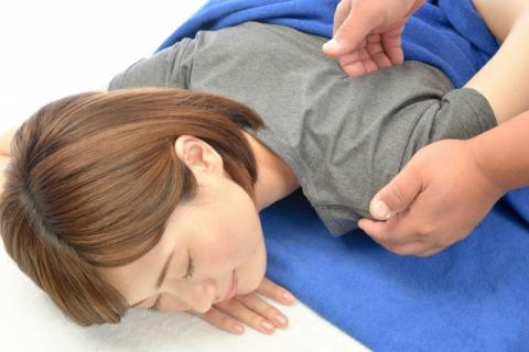 五十肩施術画像2.jpg