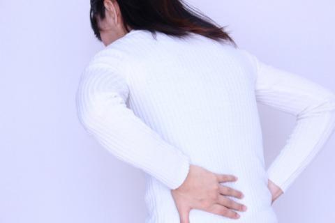腰痛女性.jpg
