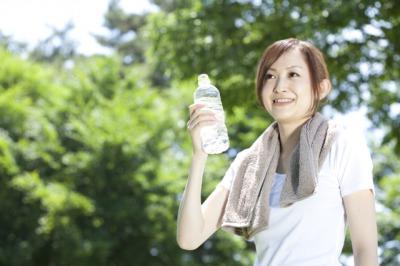 笑顔の女性1[1].jpg