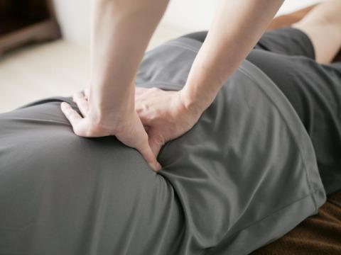 腰痛施術画像.jpg
